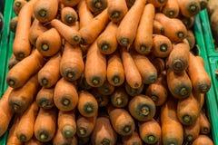 Cenouras no supermercado imagens de stock