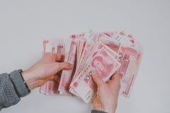 Cent billets de banque de yuans Photo stock
