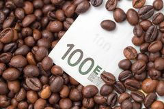 Cent euros en grains de café Image stock