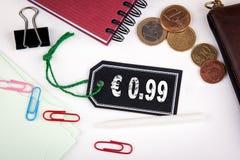 cent för euro 99 Prislapp med rad på en vit bakgrund Royaltyfria Foton