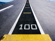 Cent mètres, piste sur un porte-avions Photos libres de droits