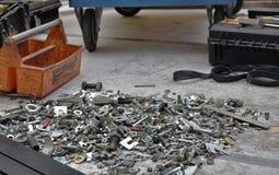 Centaines d'écrous de boulons requis pour la réparation images stock