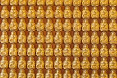 Centaines de fond d'or de statues de Budhha Image stock