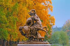 Centauress e estátua da jovem corça Fotografia de Stock Royalty Free