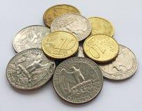 Centavos del euro y del dólar en fondo ligero foto de archivo libre de regalías