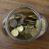 Centavos euro en un tarro de cristal Fotografía de archivo