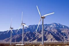 Centenares de la granja de viento imagen de archivo libre de regalías