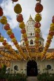 Centenares de linternas en el templo de Kek Lok Si Foto de archivo