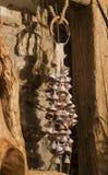 Centenares de pequeñas campanas de cerámica Imagenes de archivo