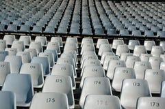 Centenares de sillas. Foto de archivo