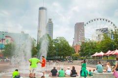 Centennial Olimpijski park z ludźmi w Atlanta, dziąsła obraz royalty free