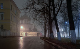 Center of the city at night in the fog Royalty Free Stock Photos
