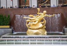 center guld- prometheus-rockfellerstaty Royaltyfri Fotografi