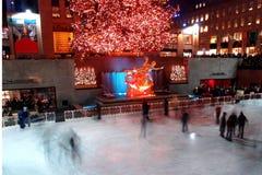center jul för beröm som tänder den rockefeller treen Arkivfoton