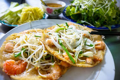 Center vietnames pancake with bean sprout shrimp and green onion Royalty Free Stock Photography