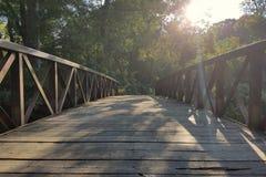 Centerd del ponte di legno fotografia stock