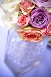 centerpiece eleganckiego kwiatu szklana wakacyjna waza Obrazy Stock