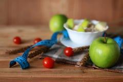 Centimètre de pomme de fruit de régime de petit déjeuner Image stock