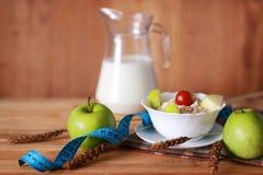 Centimètre de pomme de fruit de régime de petit déjeuner Photographie stock libre de droits