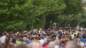 Centinaia di gente che corre, Bristol Half Marathon 2017, Bristol Regno Unito video d archivio