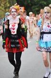 Centinaia di zombie orribili che camminano tramite le vie della città di Brisbane immagine stock libera da diritti