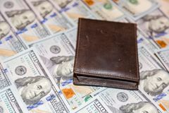 Cento banconote dell'americano del dollaro Immagini Stock