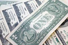 Cento banconote in dollari per un fondo Immagini Stock