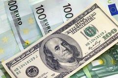 Cento banconote in dollari per un fondo Fotografie Stock Libere da Diritti