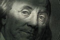 Cento dollari di fattura - Benjamin Franklin Fuoco selettivo Immagine Stock
