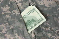 Cento dollari in tasca uniforme dell'esercito americano Fotografie Stock Libere da Diritti