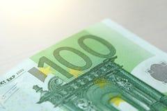 Cento euro con una nota euro 100 Immagini Stock