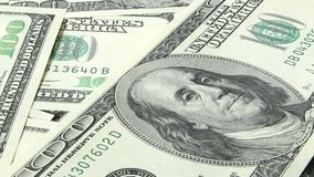 Cento fatture del dollaro banconote 100 dollari americani stock footage