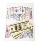 Cento mucchi dei soldi delle banconote in dollari sui modelli Immagine Stock Libera da Diritti