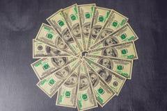 Cento priorità basse delle fatture del dollaro immagini stock