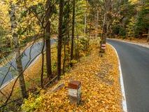 Cento strade delle curve in montagne parco nazionale, Polonia della Tabella fotografie stock