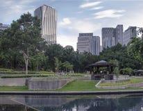 Centra av Kuala Lumpur i KLCC-område royaltyfri bild