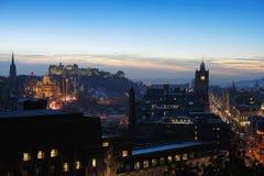 Centraal Edinburgh, Schotland, het UK, bij schemer Royalty-vrije Stock Afbeeldingen