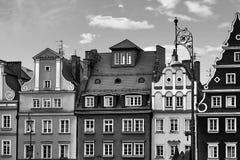 Centraal marktvierkant in Wroclaw Polen met de oude huizen en lamp van de straatlantaarn Het concept van de reisvakantie Rebecca  stock afbeelding