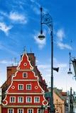 Centraal marktvierkant in Wroclaw Polen met oude kleurrijke huizen, de lamp van de straatlantaarn Het concept van de reisvakantie stock afbeeldingen