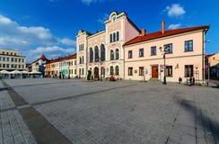 Centraal vierkant in Zywiec in zonnige dag polen stock afbeeldingen