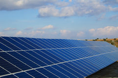 Centrais energéticas solares. Foto de Stock Royalty Free