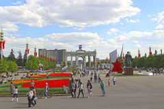 Central alley in the All-Russia Exhibition Centre (VVC) in Mosco. MOSCOW, RUSSIA – MAY 7, 2016: Central alley in the All-Russia Exhibition Centre (VVC) in Stock Photo