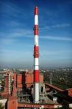 Central de calefacción, chimenea el 150m Imagen de archivo