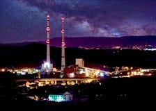 Central de calefacción en la noche Imagen de archivo libre de regalías