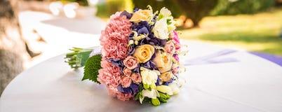 central dof bukiet róż ogniskowy kwiatek punktu nisko poślubić obrazy stock
