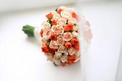 central dof bukiet róż ogniskowy kwiatek punktu nisko poślubić Fotografia Stock
