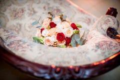 central dof bukiet róż ogniskowy kwiatek punktu nisko poślubić Zdjęcie Royalty Free