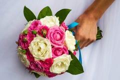 central dof bukiet róż ogniskowy kwiatek punktu nisko poślubić Zdjęcia Royalty Free