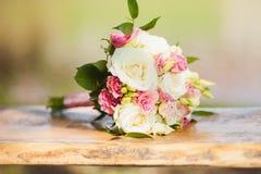 central dof bukiet róż ogniskowy kwiatek punktu nisko poślubić Obraz Stock