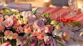 central dof bukiet róż ogniskowy kwiatek punktu nisko poślubić Panny młodej ` s bukiet na dniu ślubu różni bukietów kwiaty Bukiet Obrazy Royalty Free